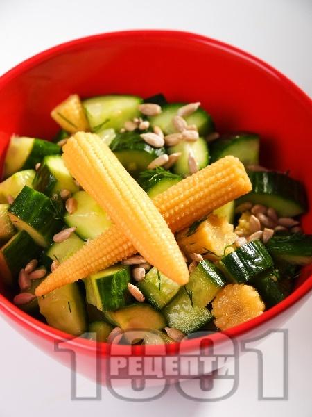 Салата с краставици и слънчогледово семе - снимка на рецептата